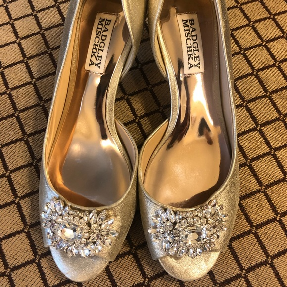 Badgley Mischka Shoes - Badgley Mischka Champagne Kitten Heels